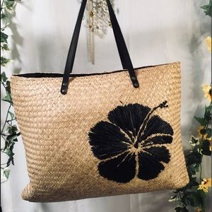 Laura Ashley large lined straw beach bag/tote 🖤💛